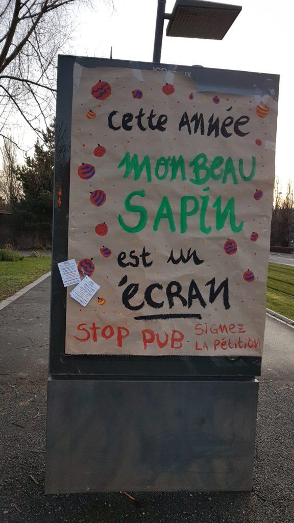 cette_année_mon_beau_sapin_est_un_écran_stop_pub_signez_la_petition